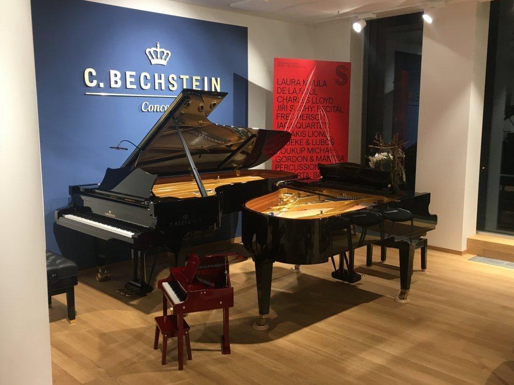 Schoenhut Concert Baby Piano